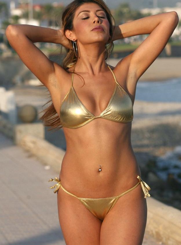 Saicy in bikini